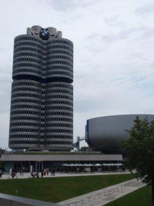 ミュンヘン BMW博物館までUバー...