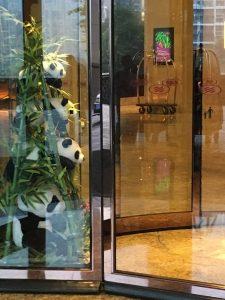 パンダガーデン回転扉のパンダ