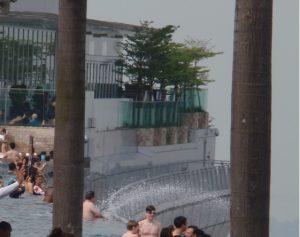 マリーナベイサンズ プールの端