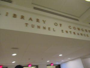 UScapitolから図書館へのトンネル入り口
