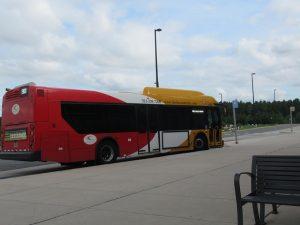 ウドバーハジーセンターからダレス空港行きのバス